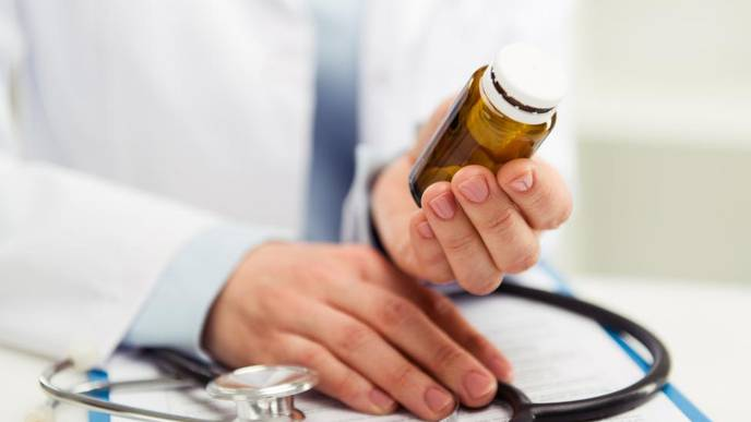 Doctors More Likely to Prescribe Opioids at Late-Day Appointments, Study Says