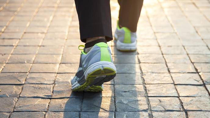 Sturdy Supportive Shoes Better Than Flat Flexible Shoes for Managing Knee Pain
