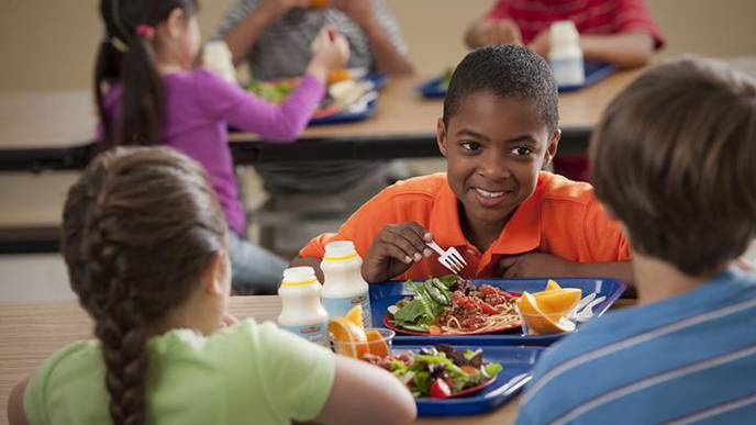 Study Finds Americans Eat Food of Mostly Poor Nutritional Quality – Except at School
