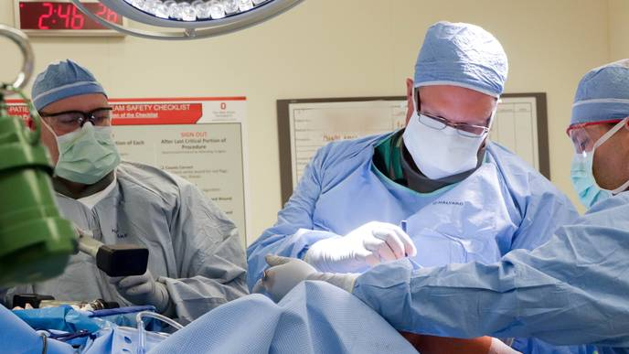 First Surgery in the U S  to Implant Device for Knee Osteoarthritis