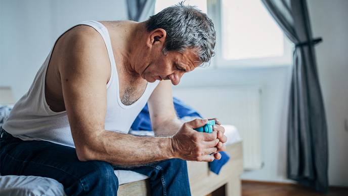 Sleep Problems in Older Adults Linked to Cognitive Decline & Dementia