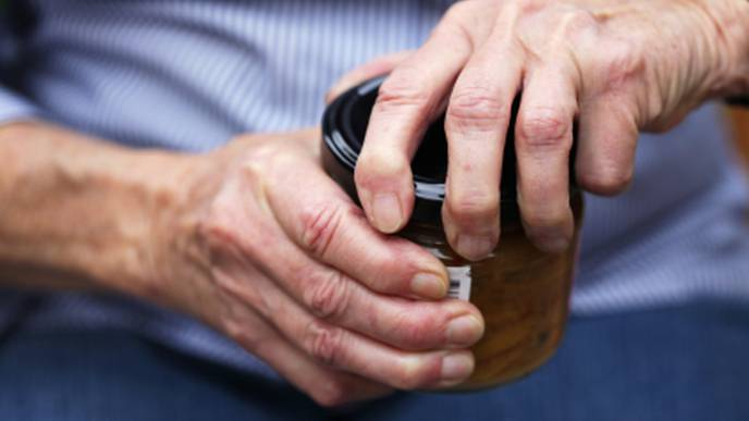 Low Grip Strength Linked to Impaired Cognition, Memory Loss in Older Adults